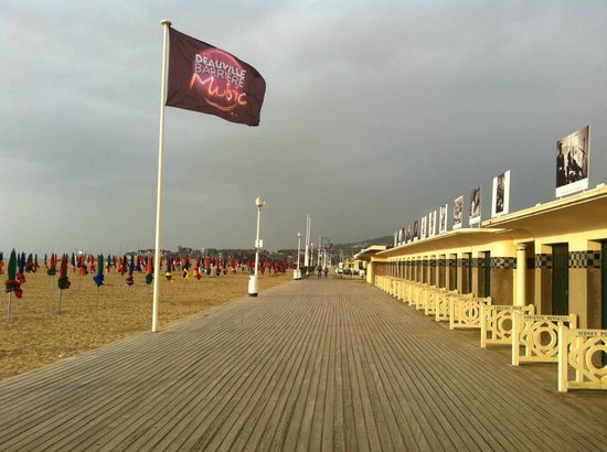 Deauville beach 2018 all you need to know before you go with photos tripadvisor - Office du tourisme de deauville trouville ...