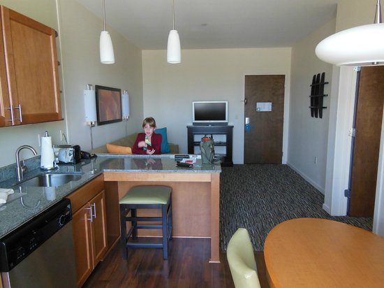 Hyatt House Salt Lake City/Sandy: in the kitchen looking at the living room