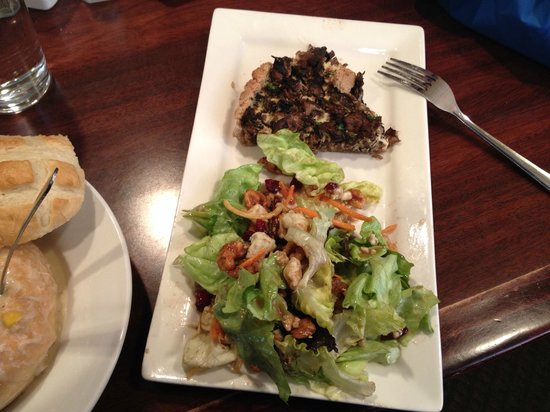 Rhoda's Restaurant: Rhoda's salad with Mushroom Tort