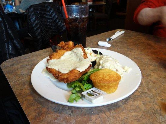 Smokin' Dave's BBQ & Tap House: chicken fried chicken