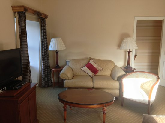 The Malton Hotel: Sitting area in Jr Suite 301.