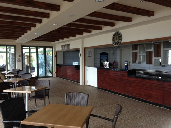 Limak Arcadia Golf & Sport Resort: Beach Bar Closed