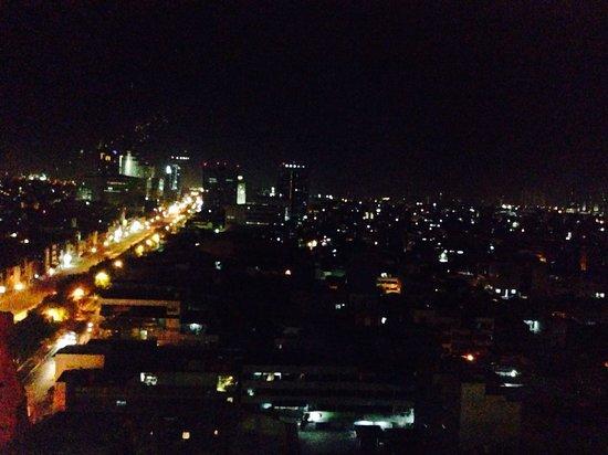 Grand Mercure Jakarta Harmoni : Jakarta by night