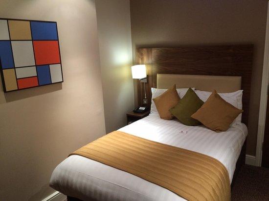 Mercure London Bloomsbury : Hotel room at night