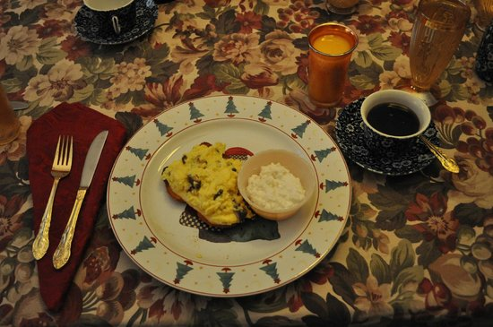 A Painted Lady Inn : Healthy and appetising breakfast
