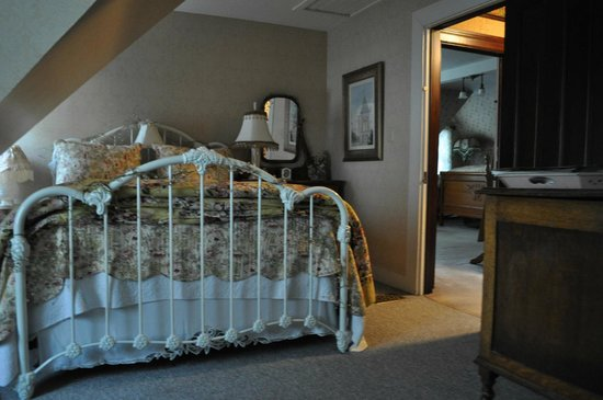 A Painted Lady Inn : Another angle of the Suite