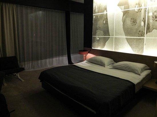 Hotel Lone: Room
