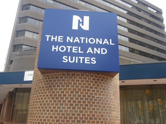 The National Hotel and Suites Ottawa: affiche à l'arriver