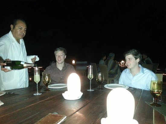 El Farallon : Champagne with our sons, served among the little oval dining table lights