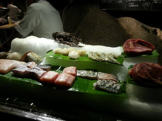 El Farallon : Dinner selections displayed on ice: order & return to your table
