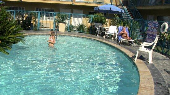 Hollywood City Inn : Koser oss på hotellet
