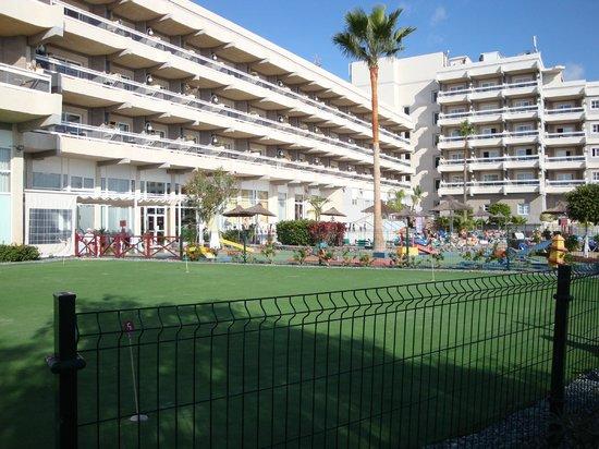 Aguamarina Golf Hotel: Putting green and crazy golf