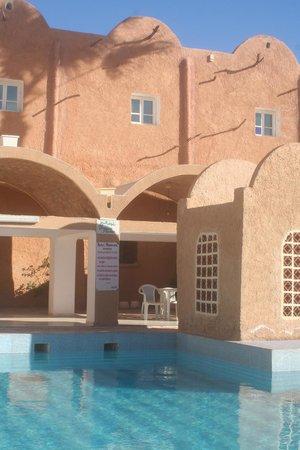 Matmata Hotel: Espace piscine/restaurant/entrée de l'hôtel