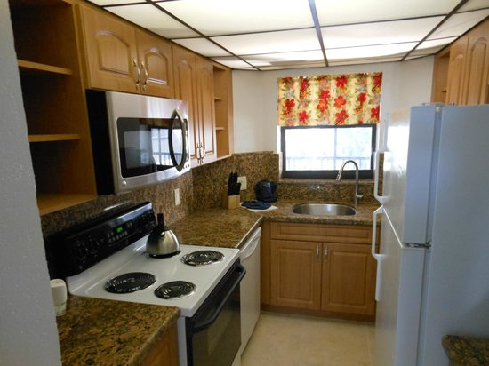 Cocoplum Beach and Tennis Club & Marina : Full Kitchen full size refrigerator, dishwasher, oven