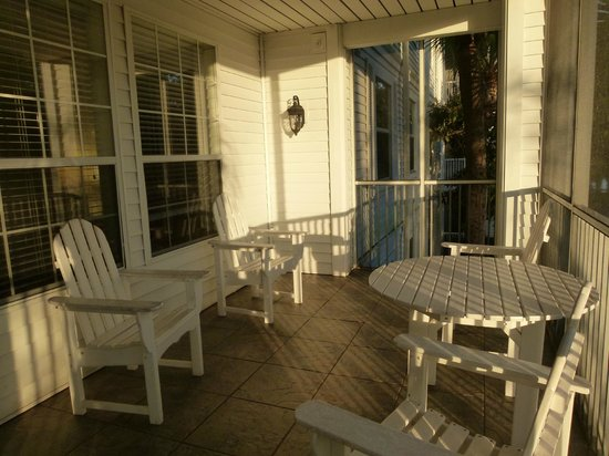 Diamond Resorts Grand Beach: Screened Porch