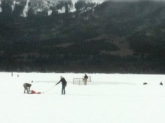 Pyramid Lake Resort: Hockey rink and ice oval