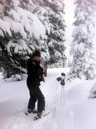 Pyramid Lake Resort: warming hands at Marmot Basin