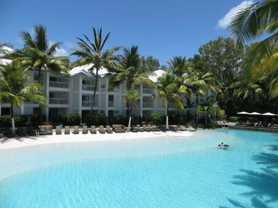 Peppers Beach Club Port Douglas: Awesome pool with real sand