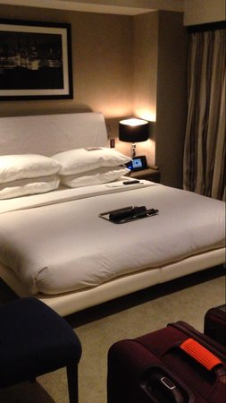 The Chatwal, A Luxury Collection Hotel, New York: Bed of Room 902