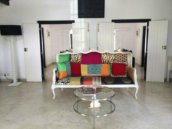 Coco Tangalla: Reception area