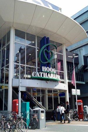 Photo of Perfume Shop Douglas Parfumerie Hoog Catharijne at Hoog-catharijne Cs En Leidseveer, Utrecht 3511 BA, Netherlands