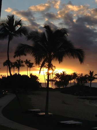 Marriott Ko Olina Beach Club : Sunset from pool area