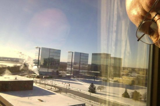 Crowne Plaza MSP Airport - Mall of America: Cold clear morning