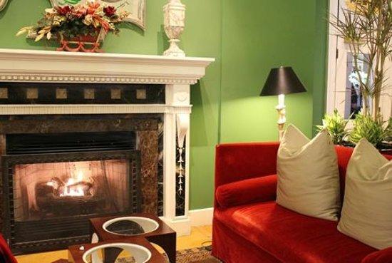 "Kimpton Hotel Monaco Washington DC: The lobby ""living room""."