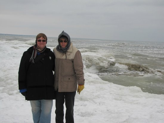 Cave Point County Park: Crashing waves in the background