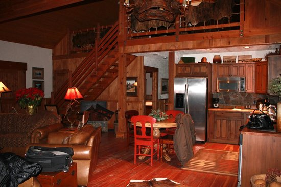 The Resort at Paws Up : Entrance, loft upstairs with two double beds and doors that close