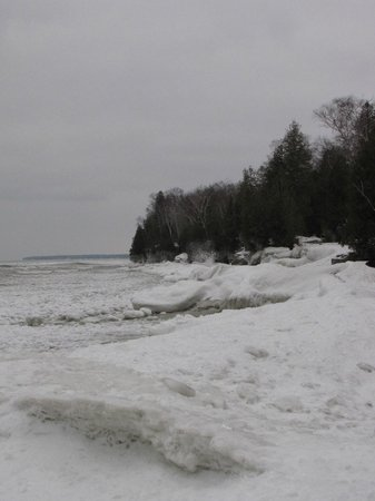 Cave Point County Park: A beautiful shoreline in winter