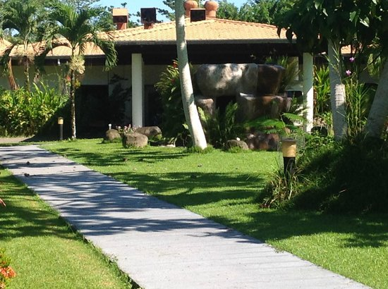 Crocodile Bay Resort: Front entrance of resort