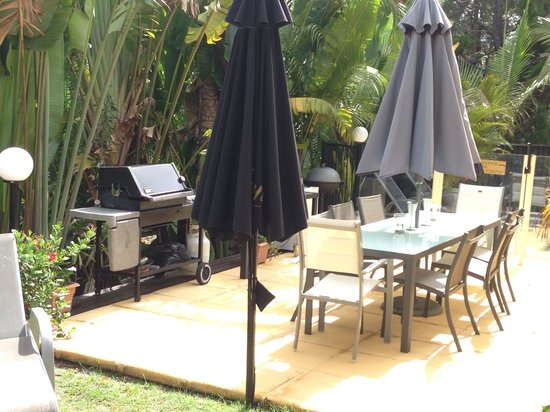 Noosa Cove Holiday Apartments : BBQ area