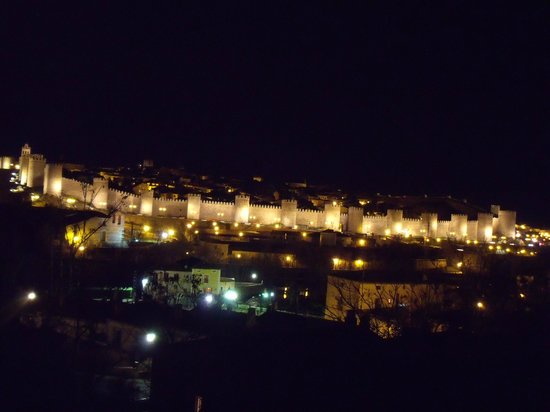 The Walls of Avila : Murallas de Ávila de noche