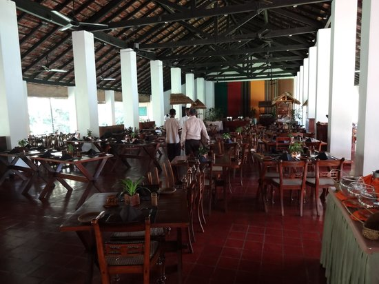 Sigiriya Village Hotel: Dining room