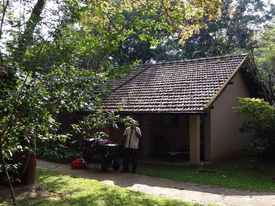 Sigiriya Village Hotel: The room from the outside