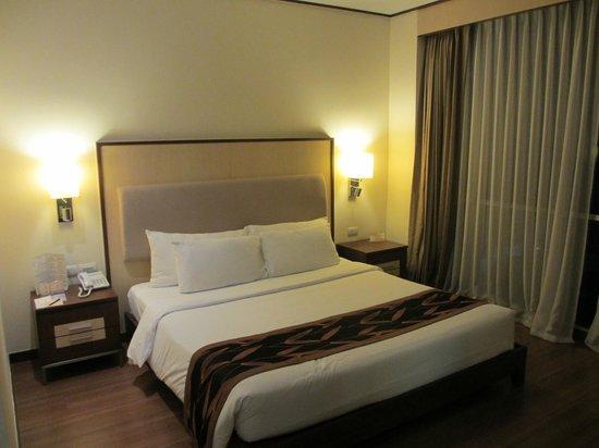Adelphi Suites Bangkok: Bedroom 1
