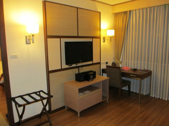 Adelphi Suites Bangkok : Living Room 2