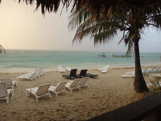 Paradise Beach Hotel : The beach after the last bit of rain