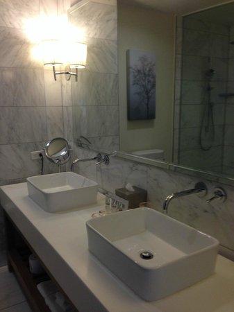 Andaz Napa : Bathroom sinks