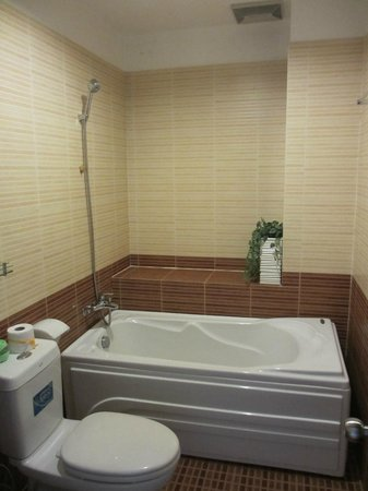 Kim Lan Hotel: Bathroom