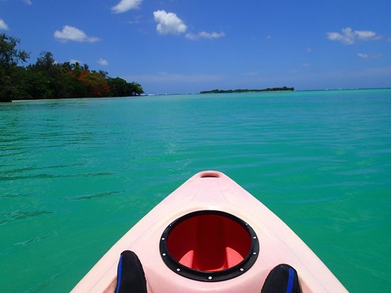Aquana Beach Resort: Kayak trip to nearby island