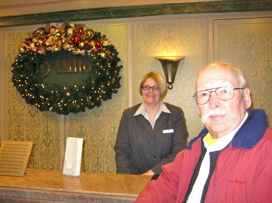 Hilton Cincinnati Netherland Plaza : Front desk - excellent service