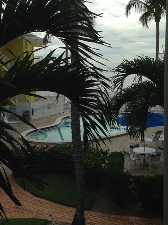 Sandpiper Gulf Resort: Pool, view from room, beach right there