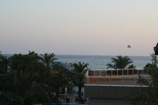 Belek Beach Resort Hotel: odamızdan manzara