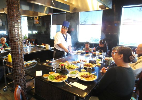 Kobe Steak and Sushi: Teppan Table action