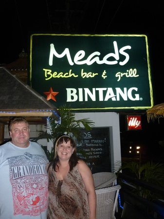 Meads Beach Bar & Grill: Outside Meads, awaiting our transport back to the hotel