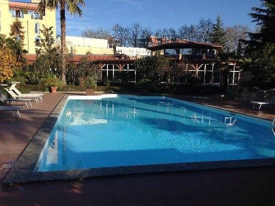 Rogner Hotel Tirana: piscina