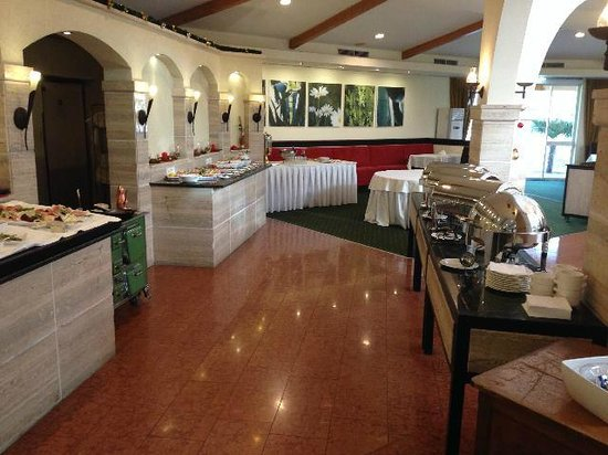 Rogner Hotel Tirana: buffet