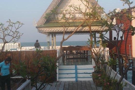 Fulay Guest House : terrasse sur la mer